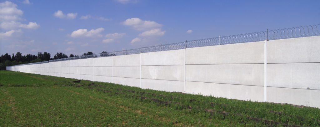 Obra con solucion de barda prefabricada de concreto para nave industrial-01