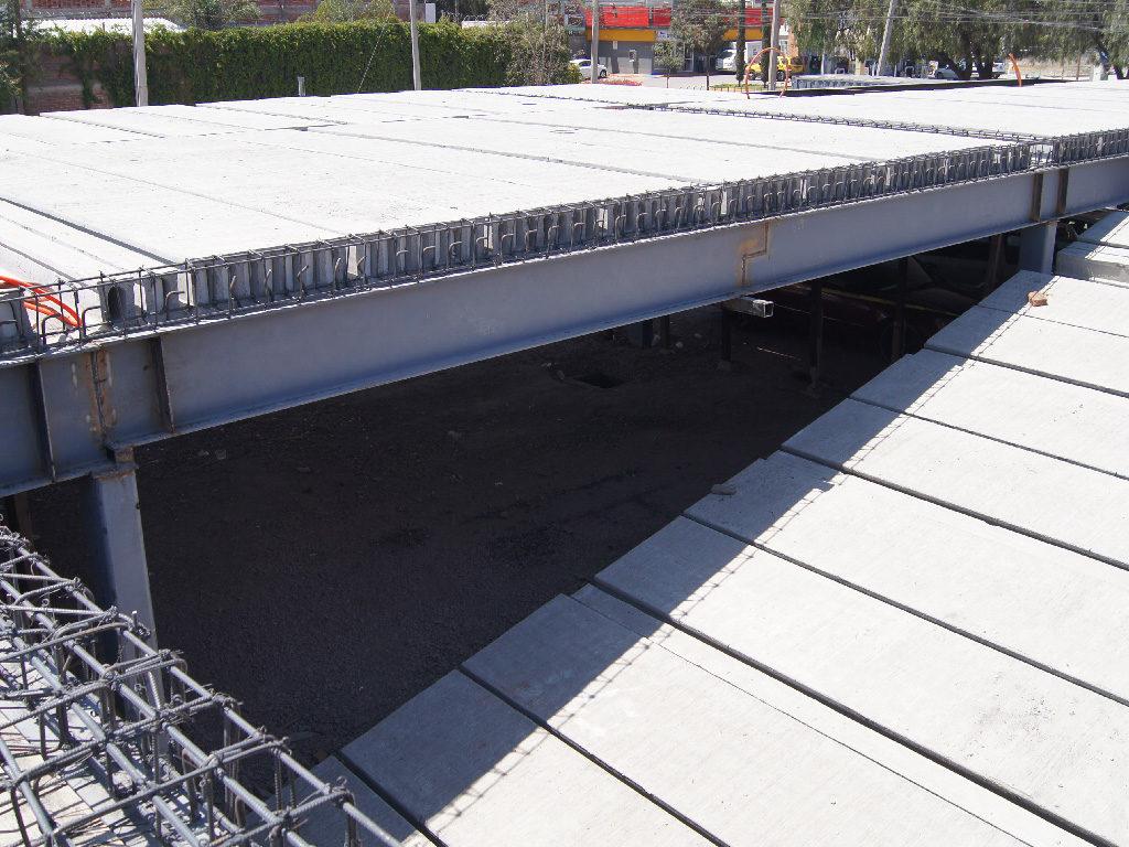 Avance de obra en estacionamiento para nueva plaza en Irapuato